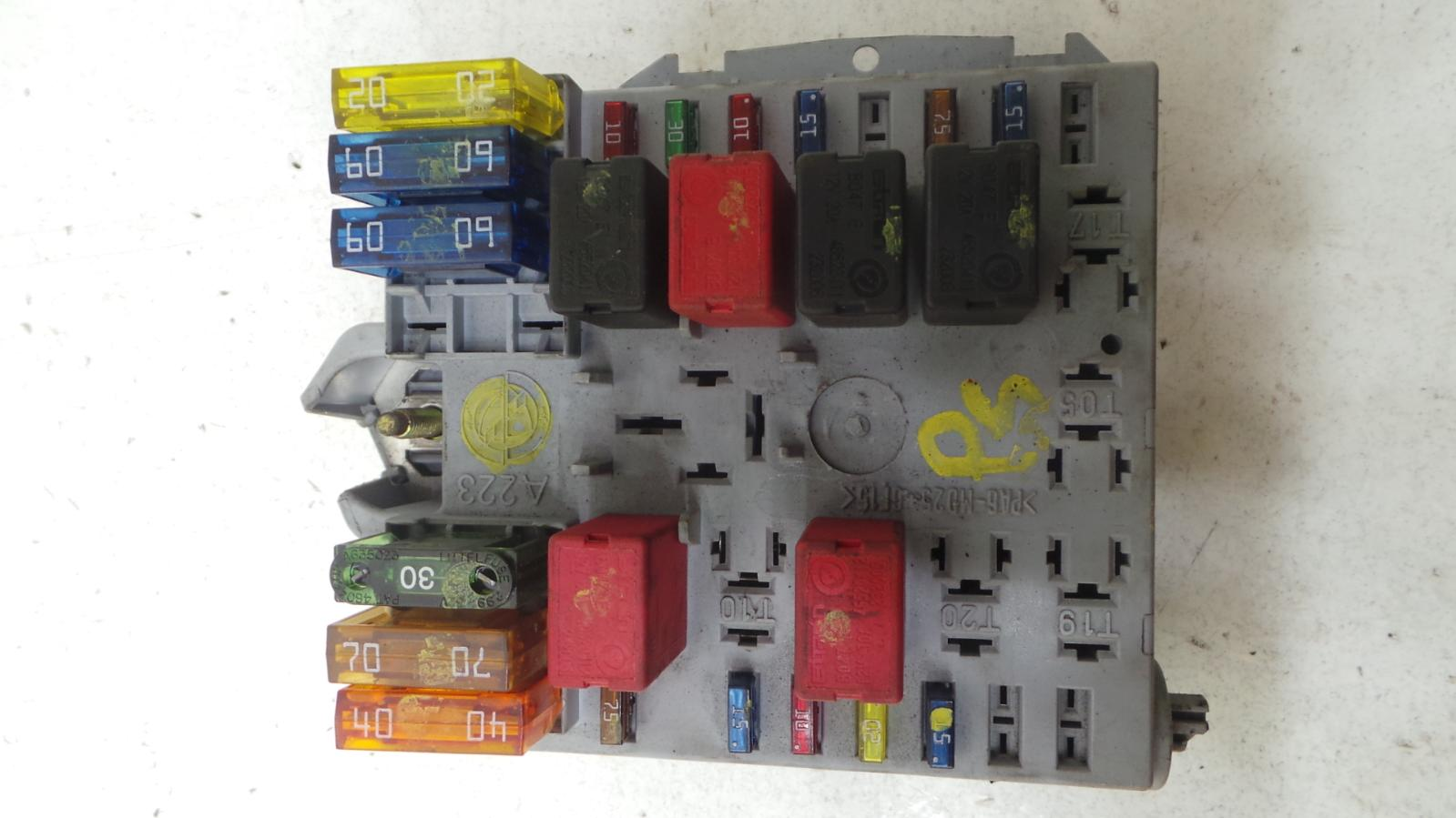 Fiat punto v petrol engine bay fuse box