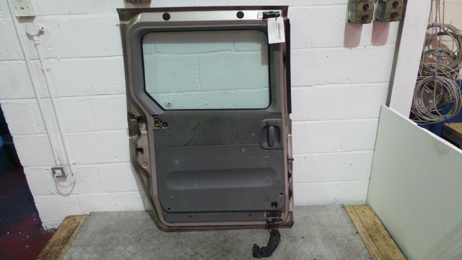 2003 Kia Sedona Door Handle