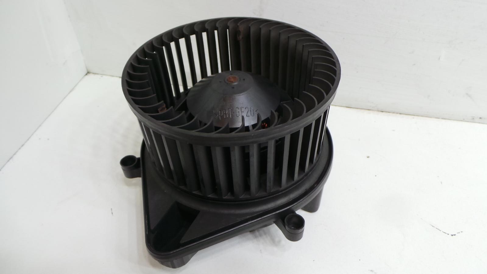 Service manual repair ac heater fan motor on a 2006 for Nissan frontier blower motor not working