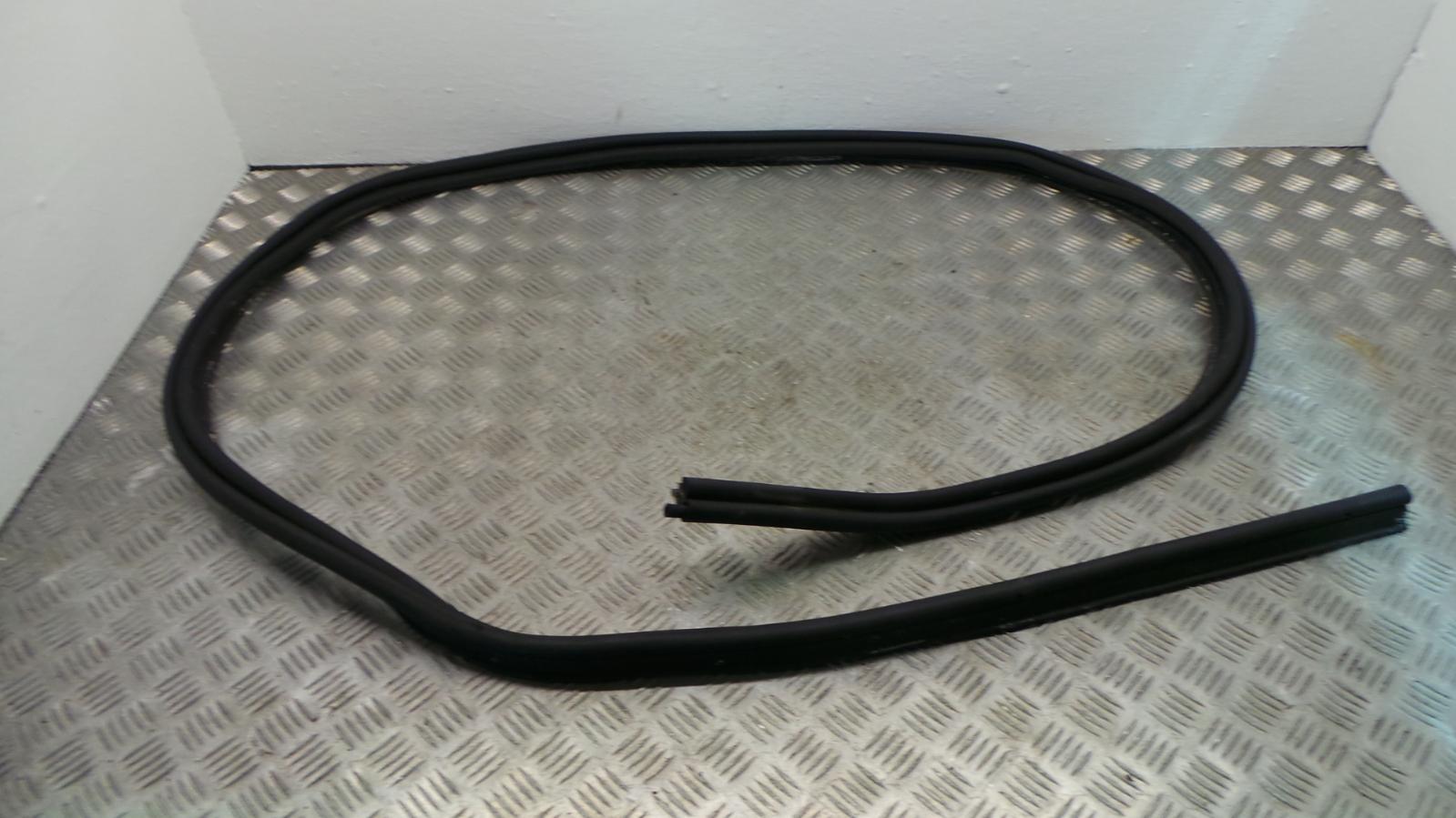 2013 dacia duster tailgate door rubber seal ebay for Door rubber seal